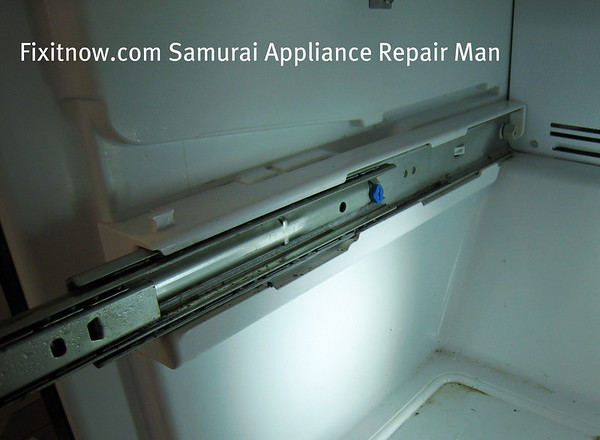 Here I\u0027m showing you the old rail so you can see how it\u0027s installed. Notice in particular that there\u0027s a little plastic catch in the back; ... & Replacing the freezer door rail slides in an Amana-built bottom ... Pezcame.Com